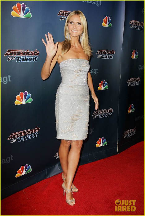heidi-klum-keeps-it-busy-in-nyc-before-america's-got-talent-quarter-finals-24 (468x700, 82Kb)