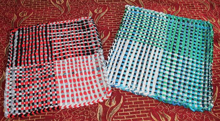 Как вяжут коврики на своих руках