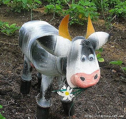 Как сделать корову из пластиковых бутылок своими руками фото