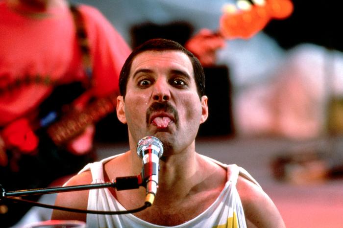Freddie-Mercury_pixanews-6 (700x466, 427Kb)