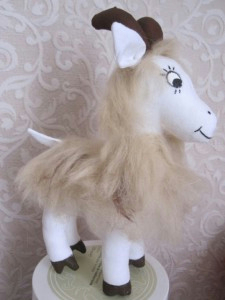 как сшить козу, как сшить козочку, выкройка козы, выкройка козочки, фото мастер класс по пошиву козы, как сшить мягкую игрушку козочку, символ 2015 года своими руками, Хьюго Пьюго рукоделие,