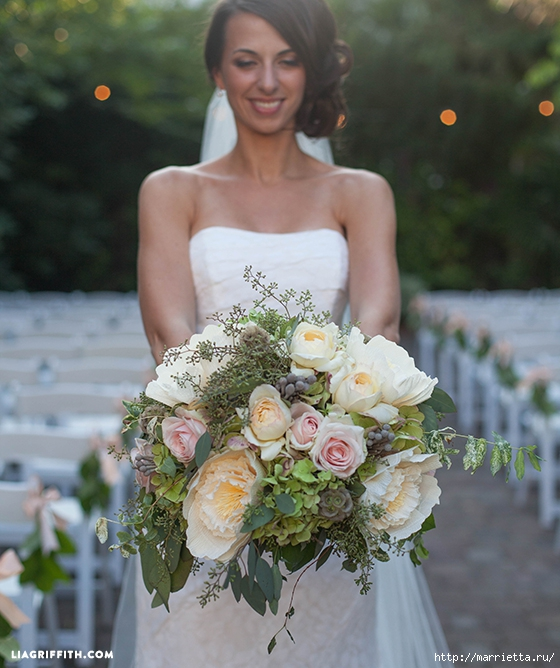 Свадебный букет из свежих листьев и цветов из гофрированной бумаги (8) (560x668, 266Kb)