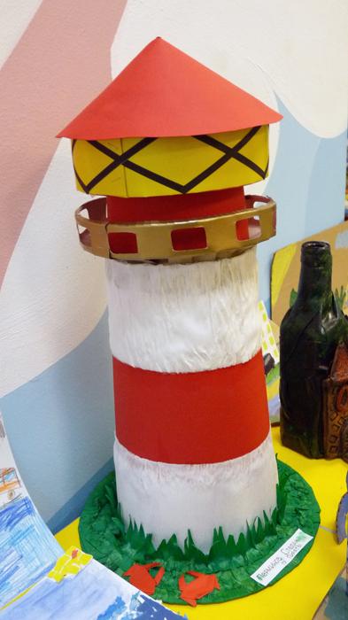 поделки с детьми, что можно сделать вместе с детьми на выставку поделок. поделки детей на день города, детские поделки детей из природного материала. детские поделки детей из бросового материала, Владивосток день города поделки детей,  поделки детей на морскую тематику,  как сделать маяк с ребенком, маяк своими руками, как сделать маяк из пластиковой бутылки и картона, Хьюго Пьюго рукоделие,http://idi-k-nam.ru/