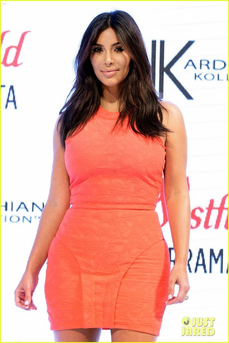 kim-kardashian-kardashian-kollection-launch-08 (468x700, 70Kb)