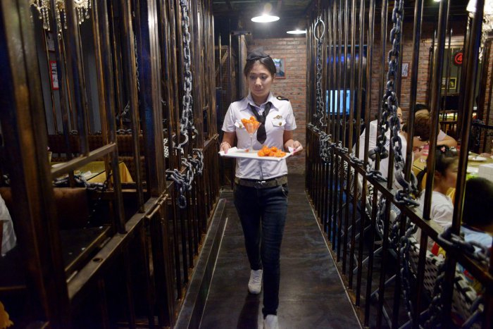 тюремный ресторан в китае 1 (700x467, 310Kb)