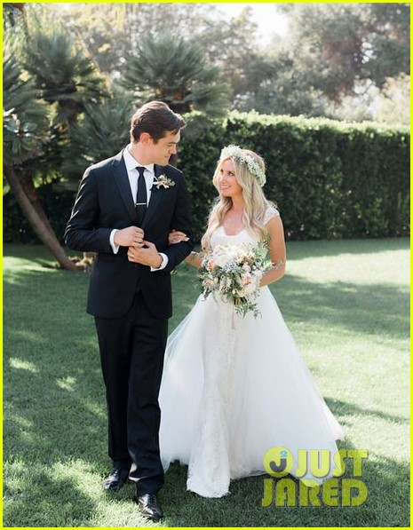 ashley-tisdale-wedding-photo (465x597, 88Kb)