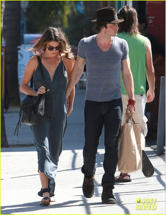 nikki-reed-ian-somerhalder-hold-hands-hot-day-02 (542x700, 99Kb)