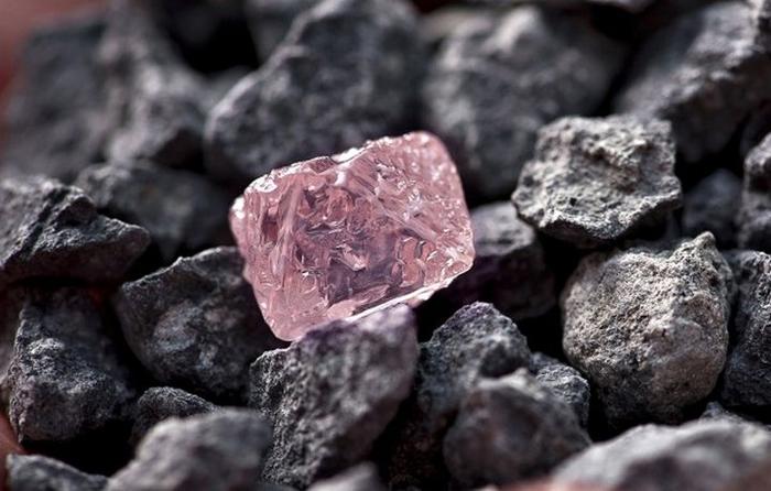 розовый алмаз фото 1 (700x446, 265Kb)