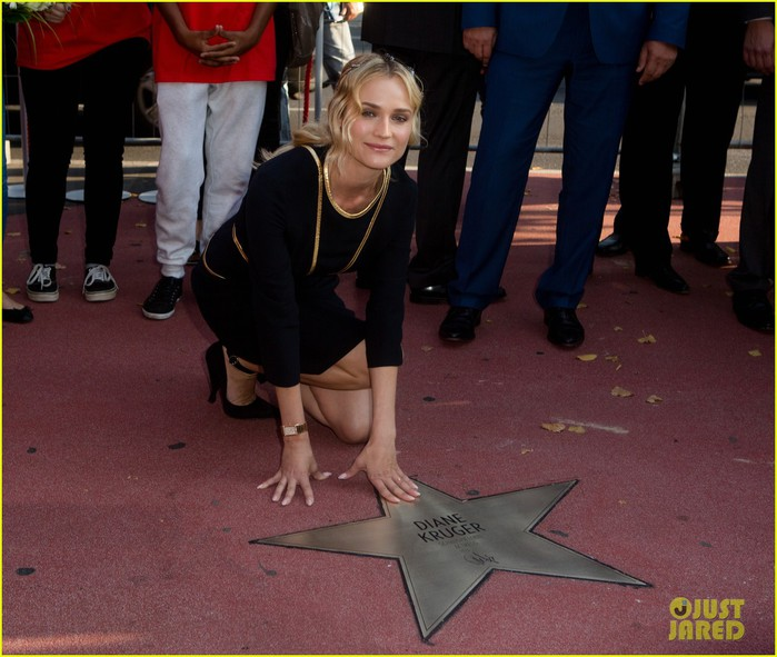 diane-kruger-geta-a-star-on-berlins-walk-of-fame-15 (700x591, 97Kb)