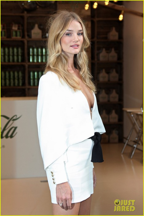 rosie-huntington-whiteley-dazzles-in-white-for-coca-cola-life-launch-09 (468x700, 58Kb)