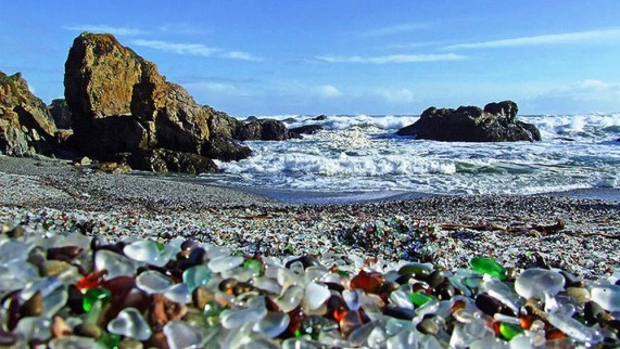Glass-Beach-Beautiful-571x322 (571x322, 82Kb)