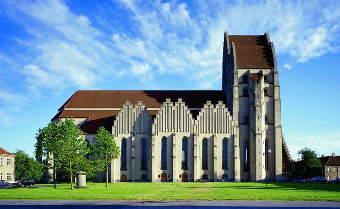 7. Церковь Грундтвига (700x431, 273Kb)