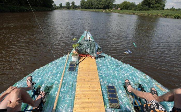 лодка из пластиковых бутылок 3 (700x434, 291Kb)
