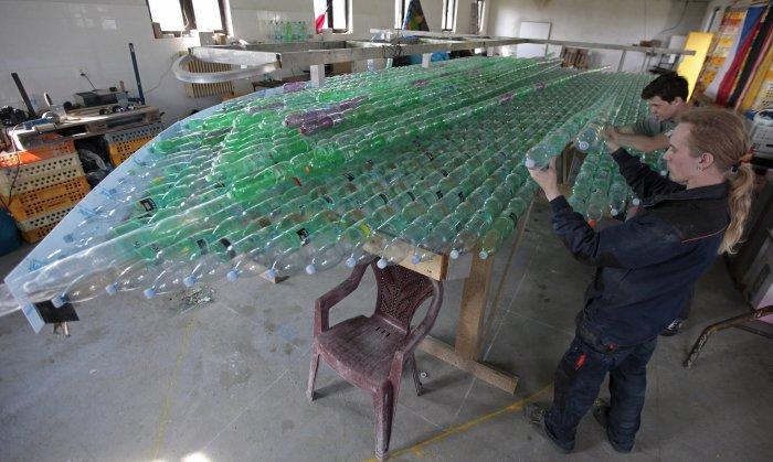 лодка из пластиковых бутылок 7 (700x419, 249Kb)