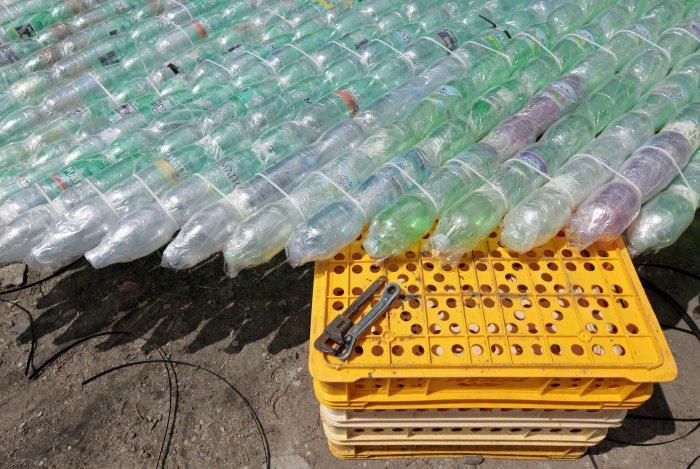 лодка из пластиковых бутылок 9 (700x469, 355Kb)