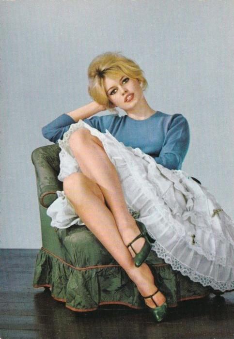 Брижит-Бардо-Brigitte-Bardot-открытка-v650-483x700 (483x700, 291Kb)