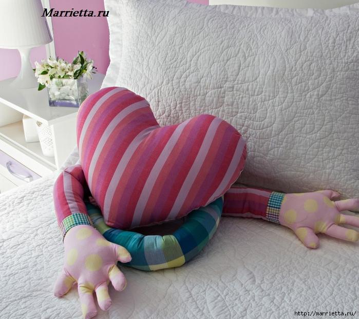 Подушка для влюбленных - СЕРДЦЕ с руками (1) (700x622, 320Kb)