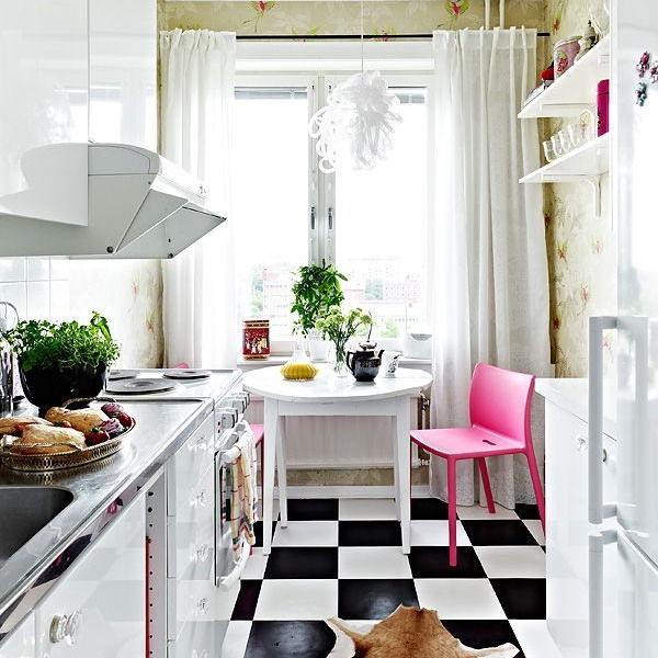 black-white-checkerboard-floors-tiles-in-small-kitchen1 (600x600, 264Kb)