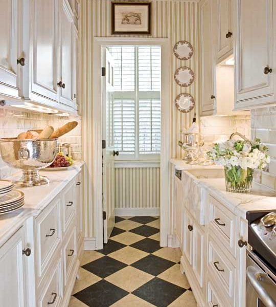 black-white-checkerboard-floors-tiles-in-small-kitchen3 (540x600, 252Kb)
