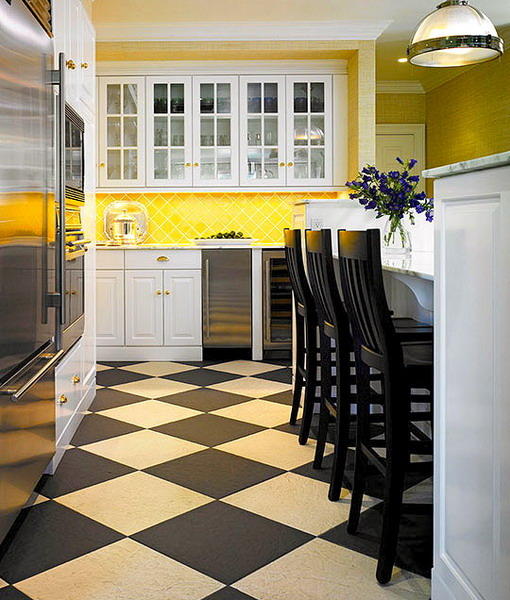 black-white-checkerboard-floors-tiles-in-kitchen7-2 (510x600, 300Kb)