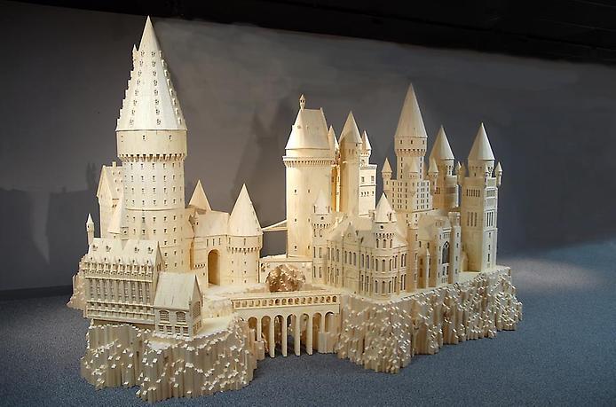 2. Школа Хогвартс, известная многим из фильмов о Гарри Поттере (694x459, 212Kb)