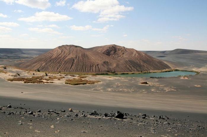 вулканический аози Вау-ан-Намус сахара 3 (700x465, 268Kb)
