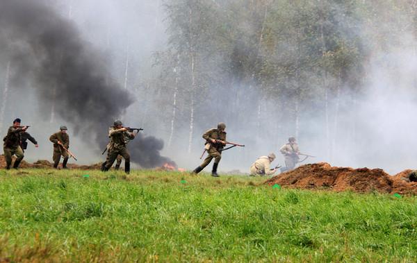 ДОЖДЬ солдаты в бою (600x379, 93Kb)