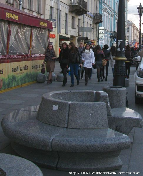 Санкт-Петербург. Гранитные скамейки на канале Грибоедова.  /1413032_IMG_0264 (486x600, 152Kb)