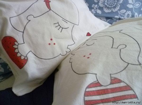 Прикольные подушки для влюбленных. Роспись ткани маркером (1) (600x446, 104Kb)