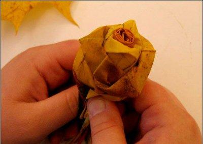 Розы из осенних листьев своими руками (21) (400x283, 89Kb)