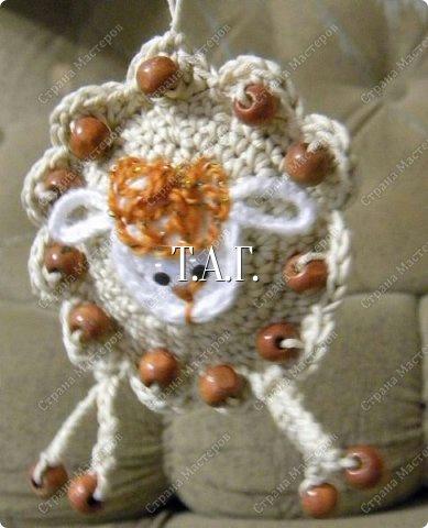 вязаная игольница овечка, как связать игольницу овечку, схема вязания игольницы овечки, как связать символ 2015 года. как сделать символ 2015 года своими руками, Хьюго Пьюго рукоделие вязаная игольница овечка,