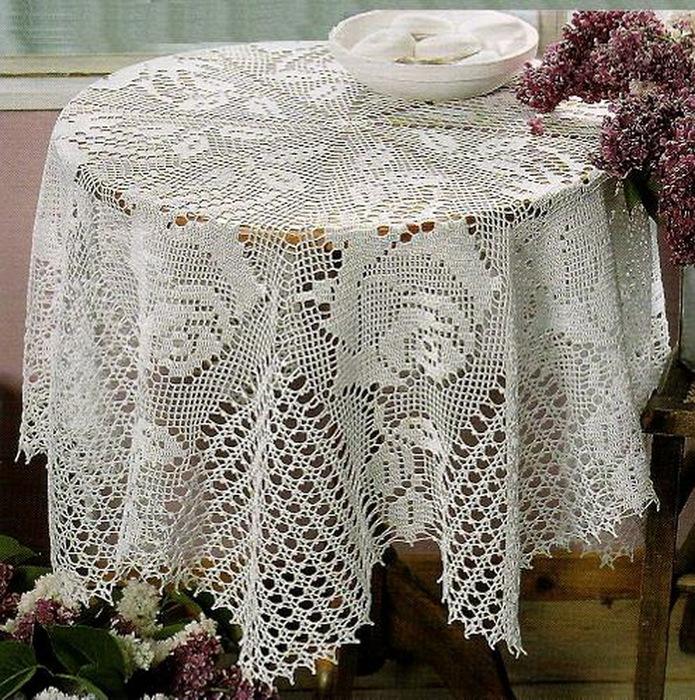 5477271_Toalha_de_Mesa_Redonda_c_Rosas_em_Crochet_Filet (695x700, 261Kb)