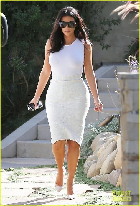 kim-kardashian-needs-to-change-her-sweet-tooth-habits-07 (475x700, 92Kb)