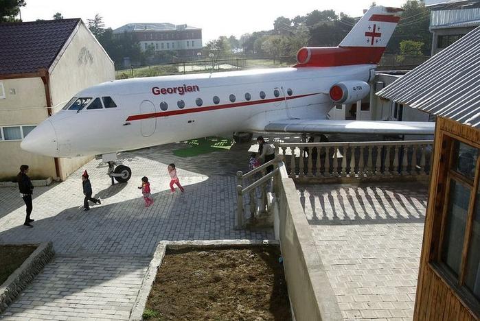 детский сад в самолете грузия 1 (700x468, 342Kb)