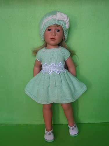 Платье для куклы своими руками очень легкий способ без шитья
