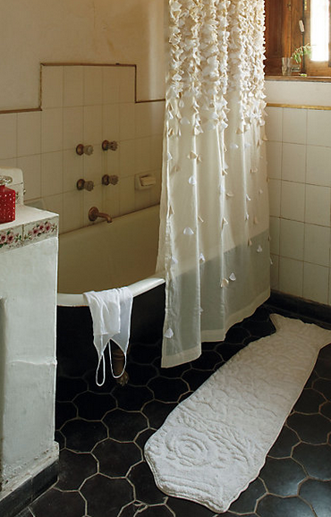 Нежная шторка для ванной. Шьем сами (1) (370x578, 440Kb)