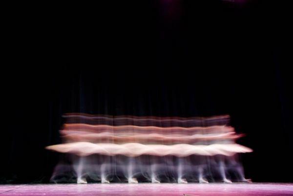 long-exposure-ballet-dancers_2 (600x401, 66Kb)