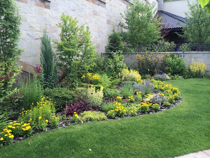 Интерьер садового участка