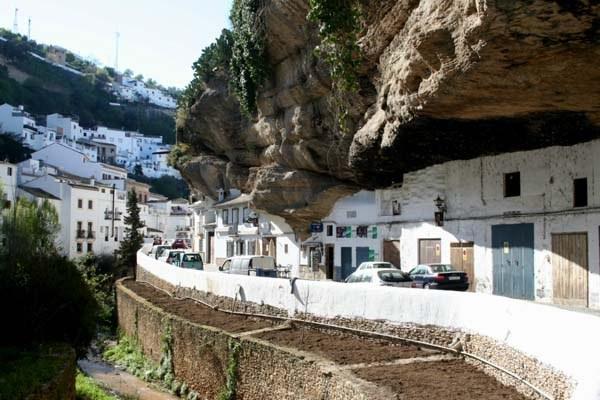 Setenil де-лас-Bodegas, Испания (600x400, 218Kb)