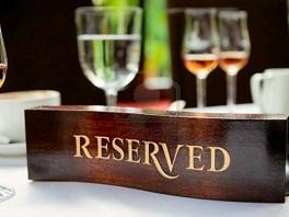 9858368-piastra-in-legno-su-un-tavolo-riservato-ristorante-convenzionato-2 (264x198, 21Kb)