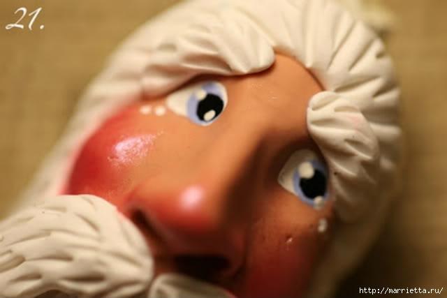 Новогодняя подвеска Санта Клаус из полимерной глины (29) (640x427, 87Kb)