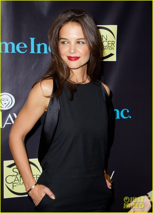 katie-holmes-shares-beauty-tips-shell-pass-to-daughter-suri-10 (504x700, 77Kb)