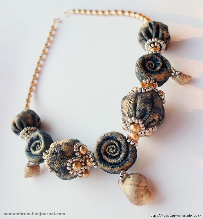 Джинсовое ожерелье из ракушек, бисера и бусин (3) (646x700, 256Kb)