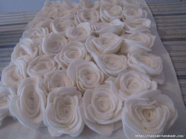Шитье подушки - красавицы с розочками из флиса (8) (640x480, 131Kb)