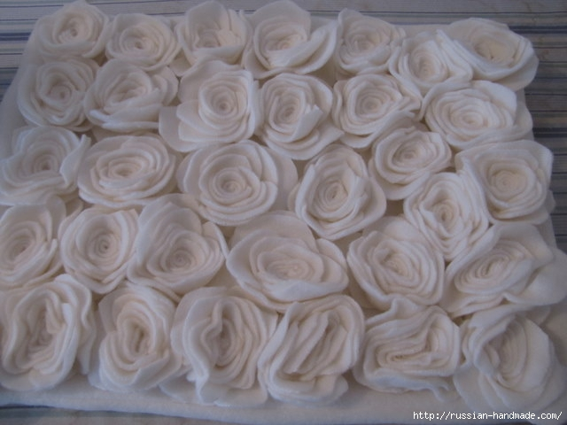 Шитье подушки - красавицы с розочками из флиса (11) (640x480, 143Kb)