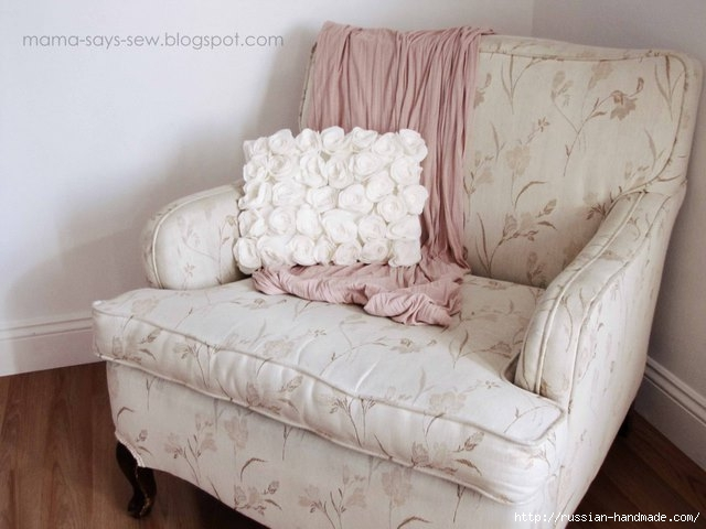 Шитье подушки - красавицы с розочками из флиса (13) (640x480, 137Kb)