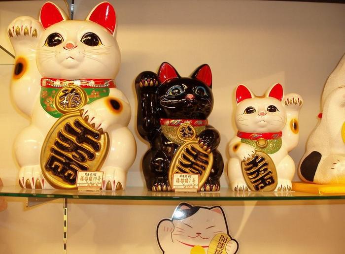 кошки манэки-нэко фото 2 (700x516, 383Kb)