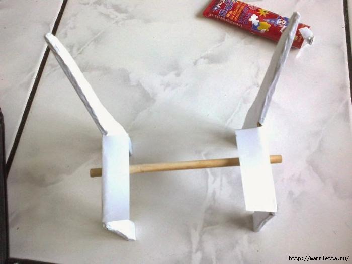 Для кукол. Садовая скамейка из палочек от мороженого (19) (700x525, 192Kb)