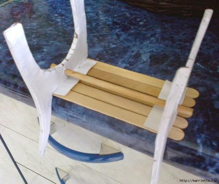 Для кукол. Садовая скамейка из палочек от мороженого (21) (700x586, 251Kb)