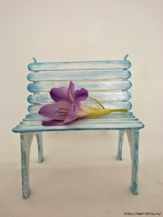 Для кукол. Садовая скамейка из палочек от мороженого (34) (525x700, 189Kb)